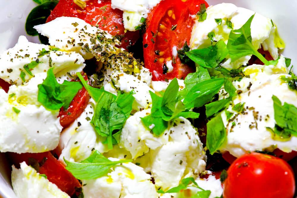 Abendsnack Tomate und Mozzarella