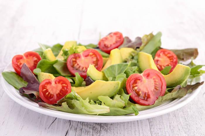 Keto Rezepte_Tomaten-Avocado-Salat